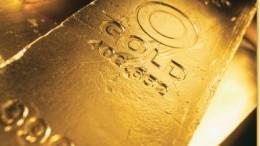 Primer plano de lingote de oro