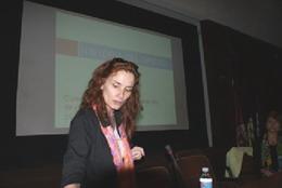 Maria Blanco presentando