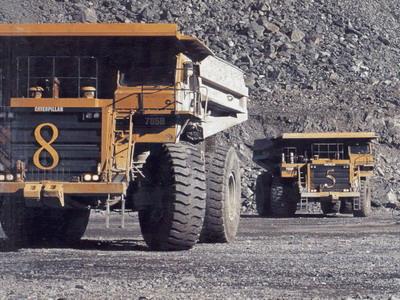 Camiones trabajando en mina