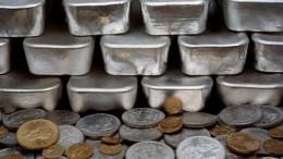 Monedas y lingotes de plata y oro