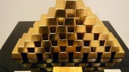 pila de lingotes oro