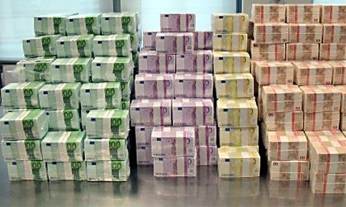 Euros dinero amontonado