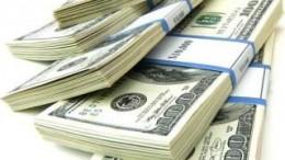 Fajos de billetes de dólar