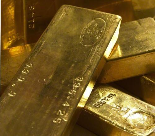 lingotes oro apilados