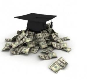 Billetes dólares dinero EEUU con gorro académico