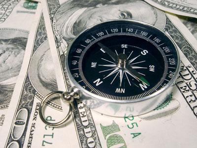 Dólares dinero billete y brújula