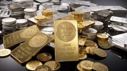 Lingotes y monedas de oro y plata