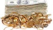 Dólares y joyas de oro