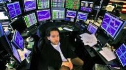 Inversor con pantallas inversión especulación hedge fund