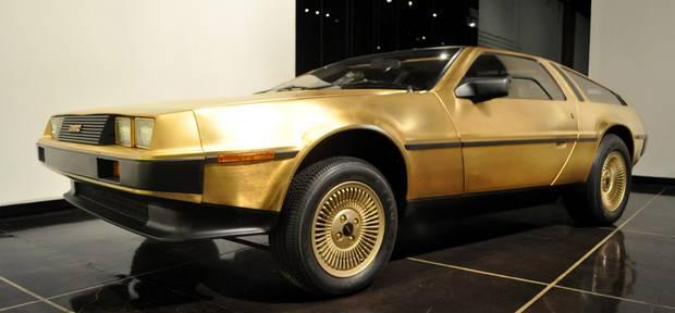 Coche oro DeLorean
