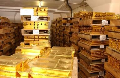 Lingotes de oro almacenados en palets