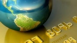 Globo terrestre sobre tarjeta de credito