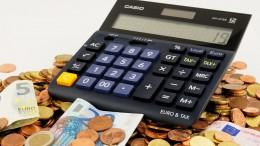 Calculadors con euros monedas y billetes