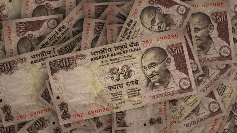 Billetes dinero India con Gandhi