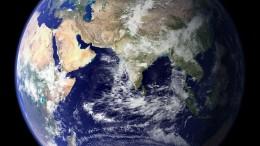 Tierra con la India en el centro