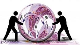 Billetes de 500 euros reflejados en bola