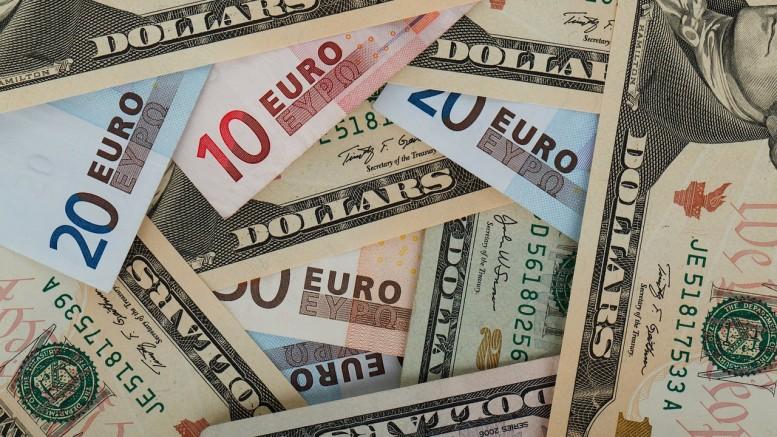 Billetes de dolares y euros
