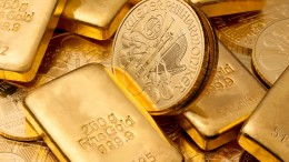 Monedas y lingotes de oro