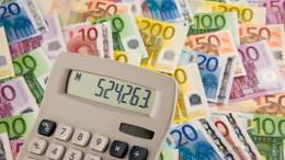 Billetes de euros con calculadora