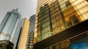 Edificios en Hong Kong con reflejo dorado