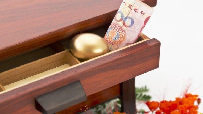 Billete de 100 yuanes con bola de oro