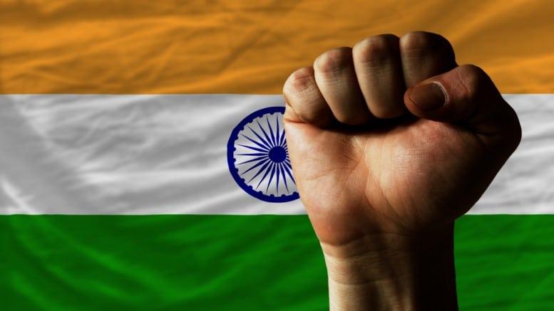 Bandera India con puño levantado