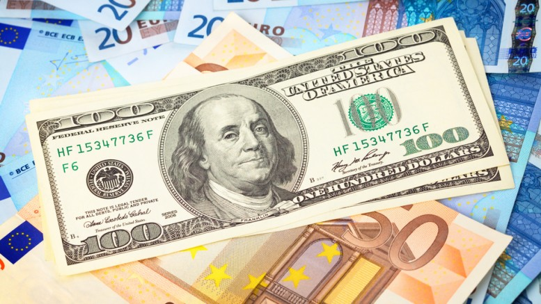 Billetes de euros y dolares