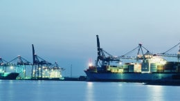 Barcos en puerto en EE UU