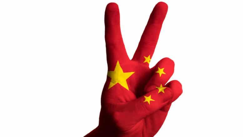 Mano con los colores de la bandera de China