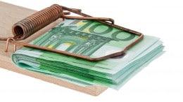 Billetes de 100 euros en ratonera
