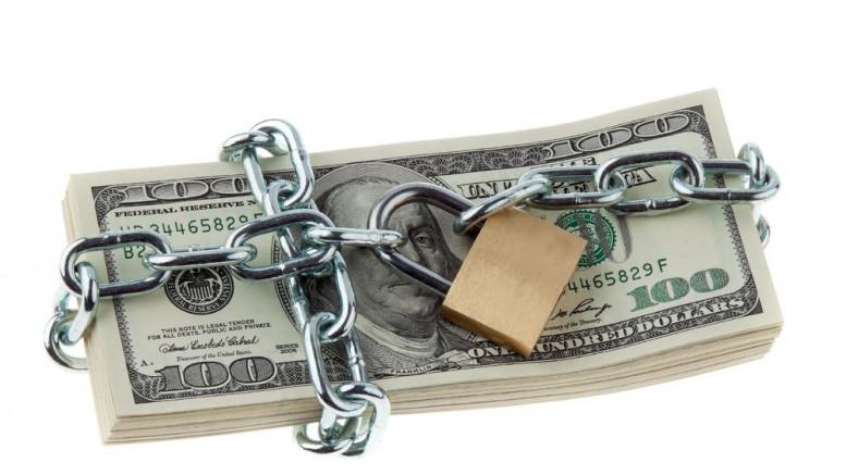 Billetes de dolares con candado