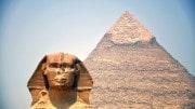 Sphinx con Piramide de Giza en El Cairo Egipto