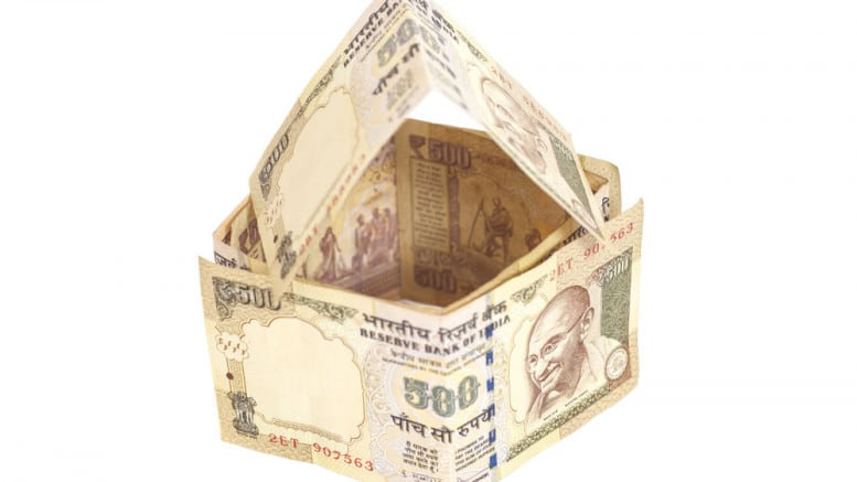 Casa con billetes de 500 rupias de la India